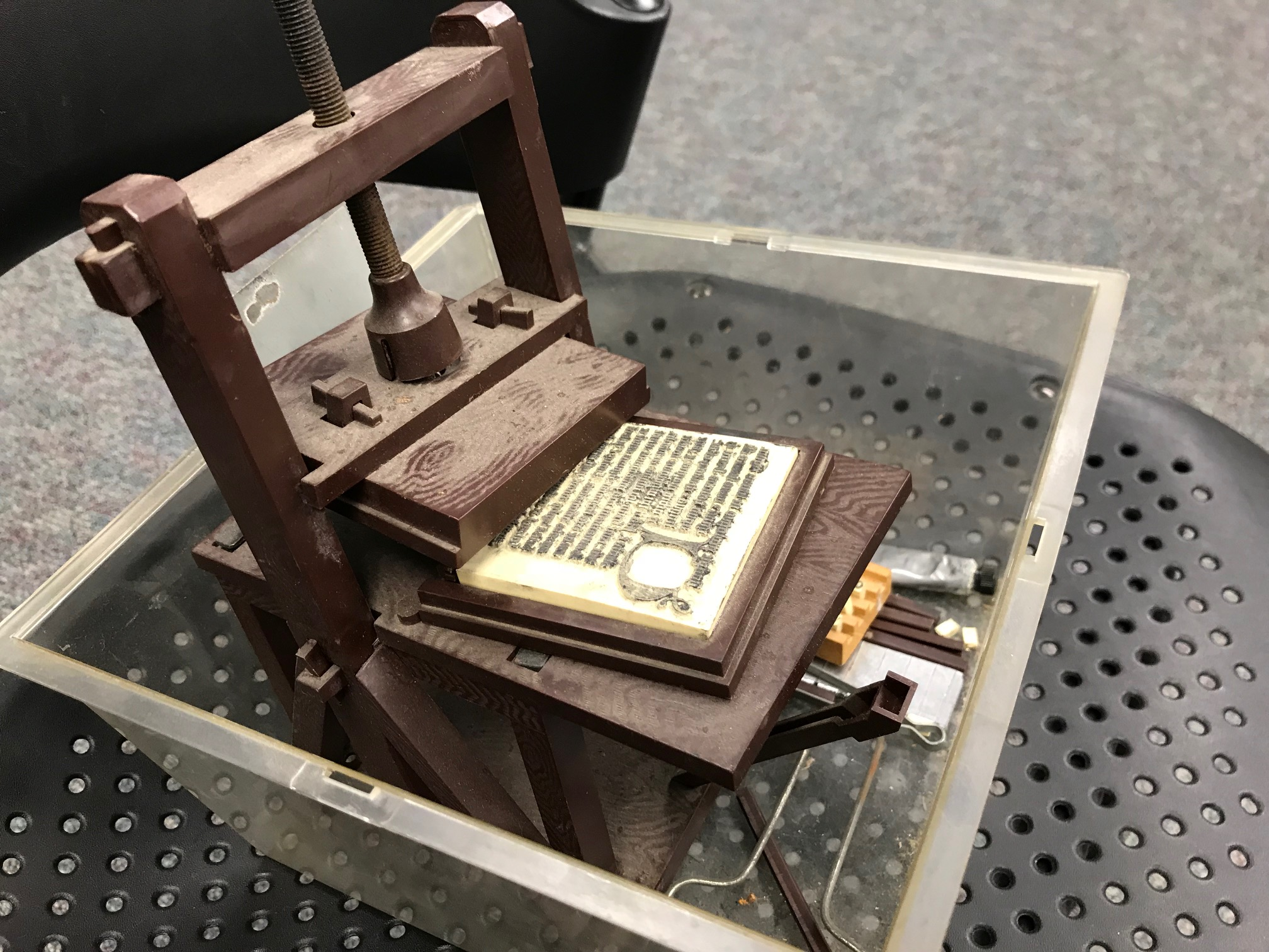 eh_toy_printing_press1_ann_warren